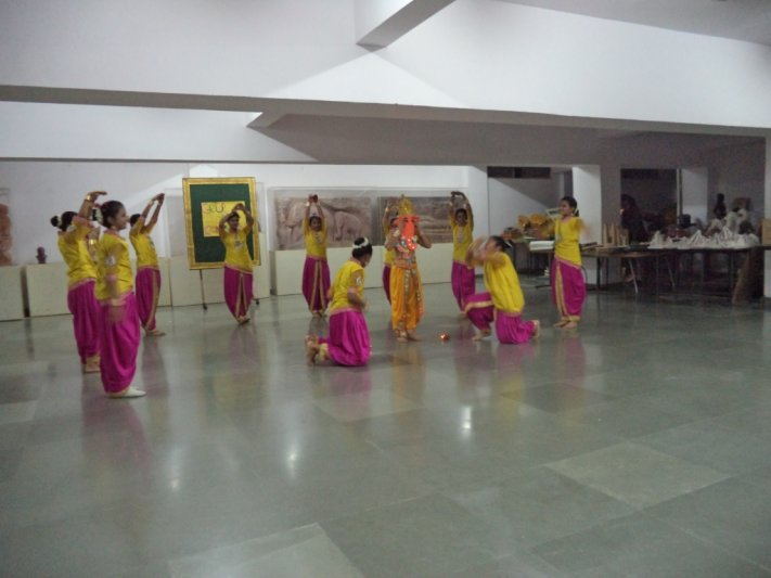 CLASS-V GROUP DANCE