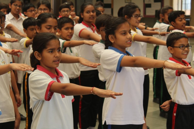Lok Sabha Election_Students taking  Pledge