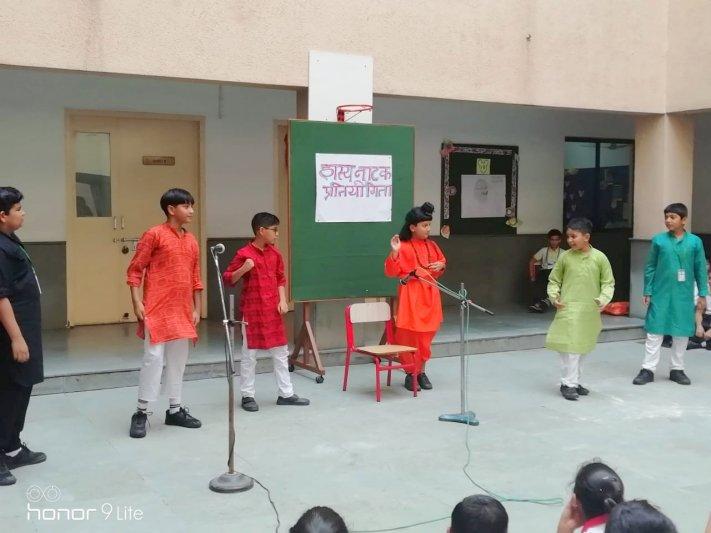 CLASS IV - HINDI SKIT
