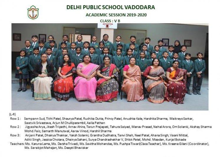 CLASS PHOTOGRAPHS - V